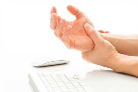 Mitigating wrist pain